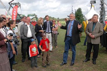 Messerundgang mit Dr. Lösing, Kammerpräsident Claus Heller und dem Vorsitzenden des VuB F. Ostermann