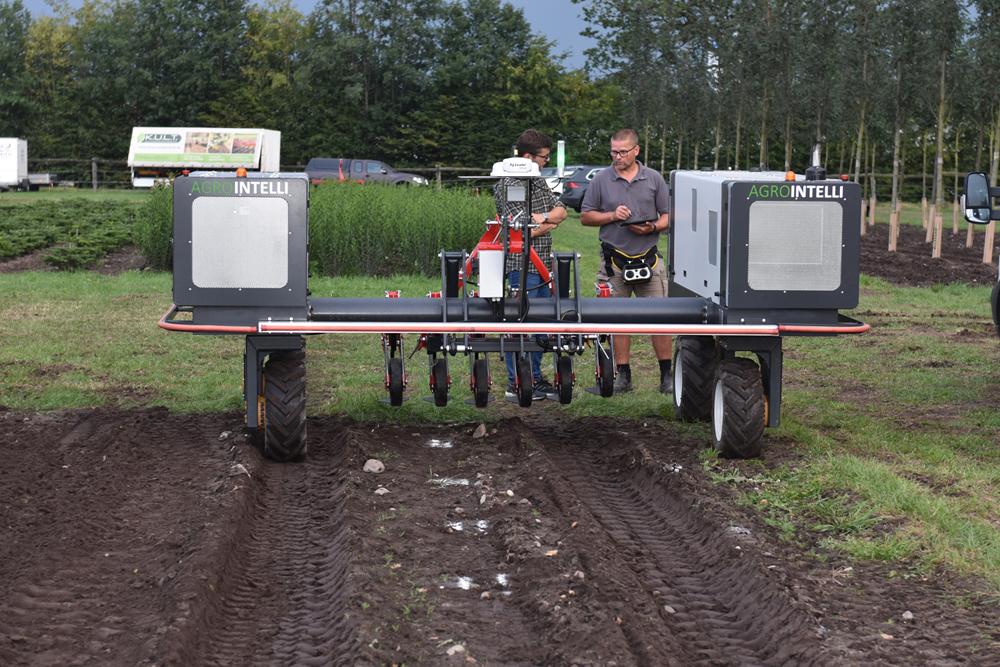 Robotti-Geräteträger der Firma AgroIntelli aus Dänemark